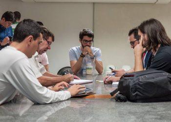 Grupo vencedor na edição 2016 do Startup Weekend Bauru durante os trabalhos. (Créditos: Reprodução)